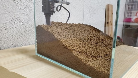 ブルカミアと底面フィルターで30センチキューブ水草水槽立ち上げ