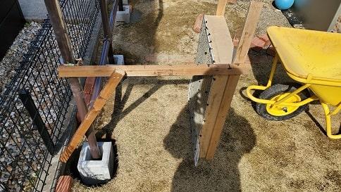 単管パイプと安い木材で目隠しフェンスをDIY